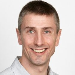 Dr Chris De Gruyter